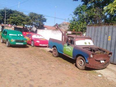 Foto con la familia Cars a cambio de juguetes