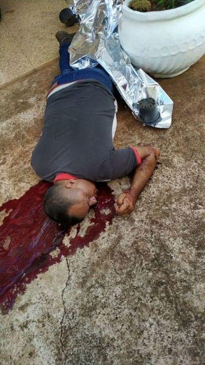 Sicarios asesinan a balazos a un hombre en una heladería de Ponta Porã