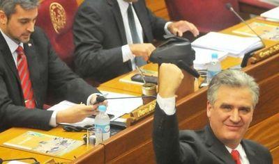 Bacchetta renuncia a su liderazgo de bancada de Colorado Añetete en el Senado