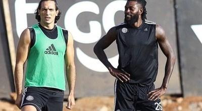 """Roque revela que Adebayor """"en algún momento quiere volver"""""""