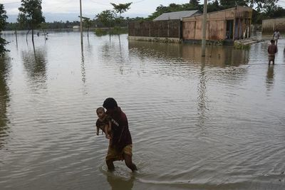Millones de personas afectadas por inundaciones en sur de Asia
