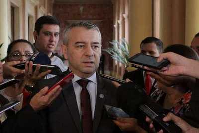 Ministros, con las barbas en remojo: Asesor dice que el presidente analiza cambios en el gabinete