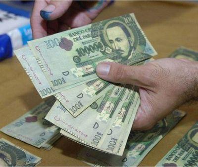 Encontró dinero en la vía pública y quiere devolverlo