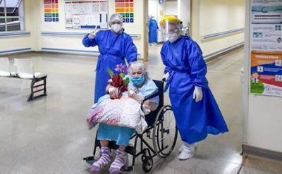 Mujer de 94 años supera el coronavirus