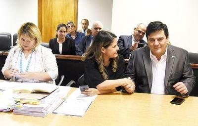 """Tras 7 años de chicanas, tribunal """"a la medida"""" salva a Salyn Buzarquis"""