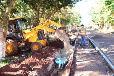 Siguen los trabajos para iluminación y desagüe pluvial en la costanera de CDE