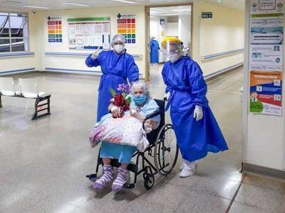 Familiares dicen que abuela de 94 años no pudo curarse en 4 días del COVID-19