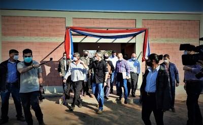 Mario Abdo entrega casi 300 viviendas a comunidades indígenas del Chaco