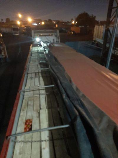 Carga de tomate de más de 20 toneladas fue requisada en Caacupé