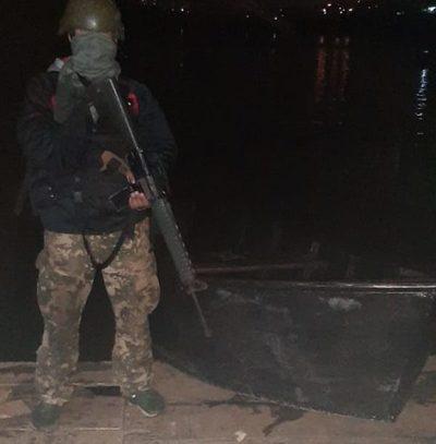 Incautan precaria embarcación a orillas del Paraná