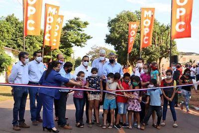 Gobierno inaugura 14 km de asfaltado en Central