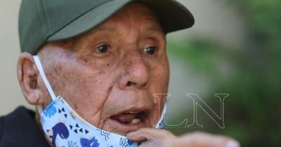 """Desalojan a excombatiente de 102 años: """"Yo hice toda mi casa y ahora me echan"""""""