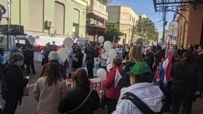 Trabajadores de la enfermería piden dignificar la profesión. Protestaron frente a Hacienda