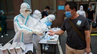 China reportó por tercer día consecutivo más de un centenar de nuevos contagios