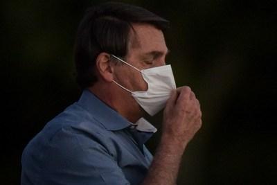"""Tras el Covid-19, Jair Bolsonaro dice tener """"hongo en el pulmón"""""""