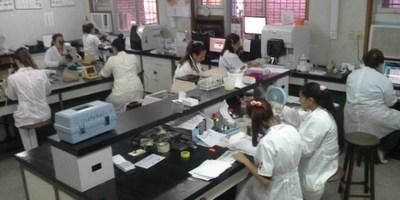 Cuadrilla del Laboratorio Central de Salud Pública con Covid-19