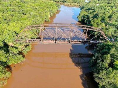 Recuperan hierros robados del histórico puente Salitre Cué