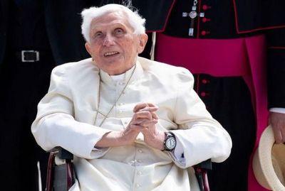 Papa emérito Benedicto XVI está gravemente enfermo, según periodico alemán