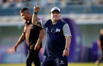 Conmebol llama a Maradona y otras leyendas a colecta